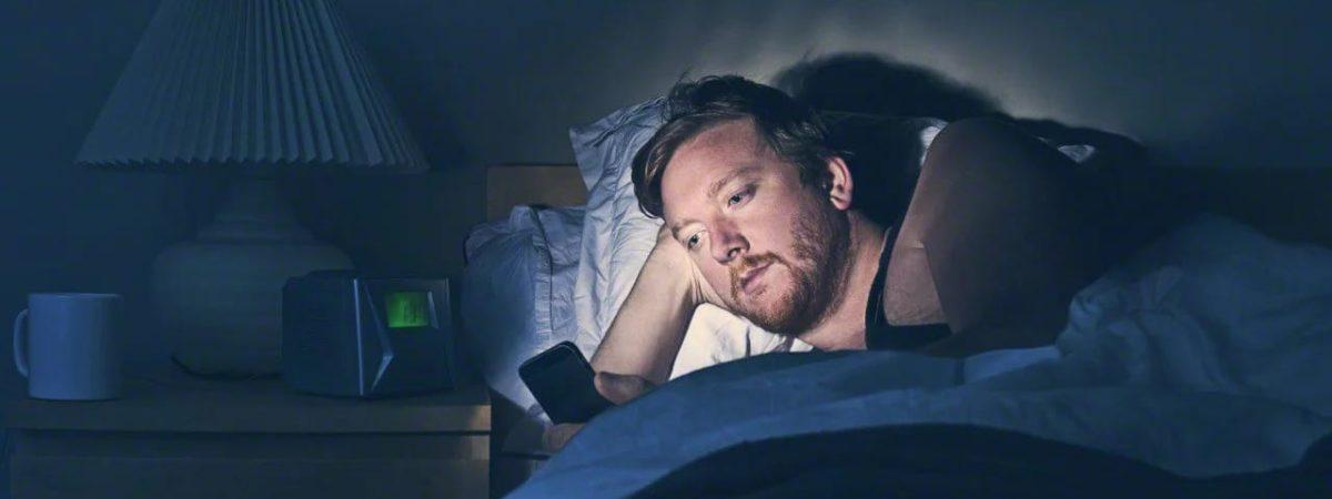 Come liberarti dalla dipendenza da smartphone prima di dormire ed appena sveglio