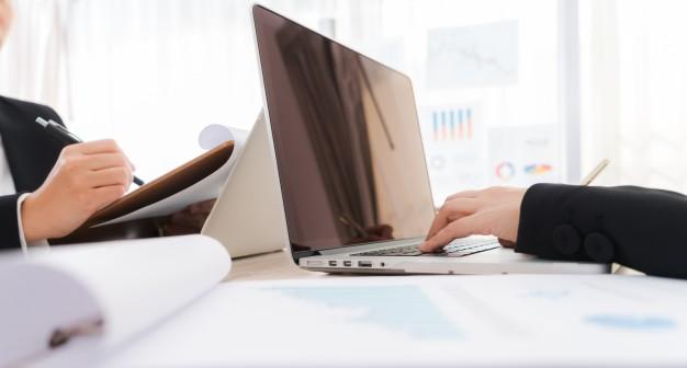 A volte il tuo laptop può essere percepito come una barriera tra te ed il cliente